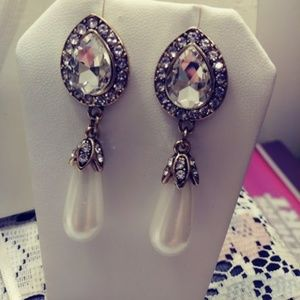 Jewelry - Rhinestone & Pearl Drop Earrings